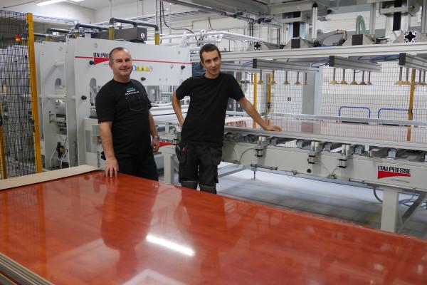 Nu är vi igång och producerar limmade laminatämnen!